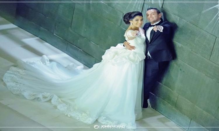 بالصور .. لحظات رومانسية تجمع بين أيتن عامر وزوجها فى فرحهم