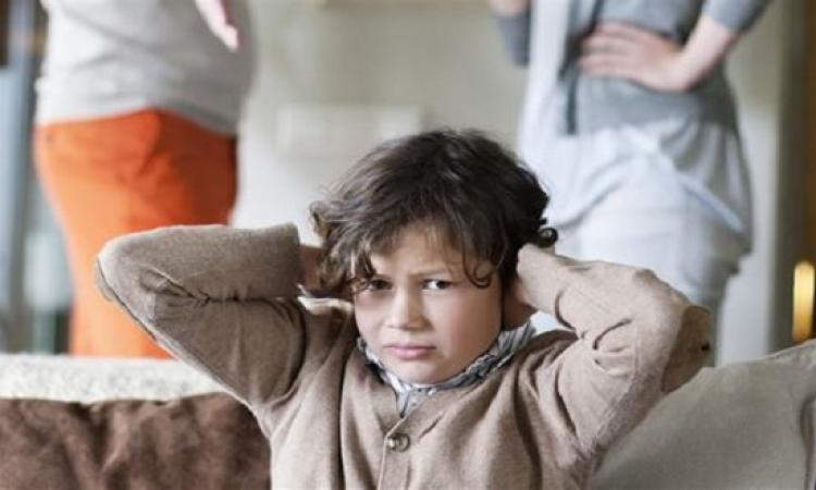 كيف يؤثر الجدل بين الأبوين على الأطفال؟