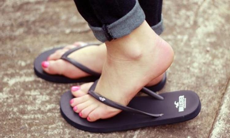 تأثير ارتداء حذاء الفليب فلوب على القدمين ؟!