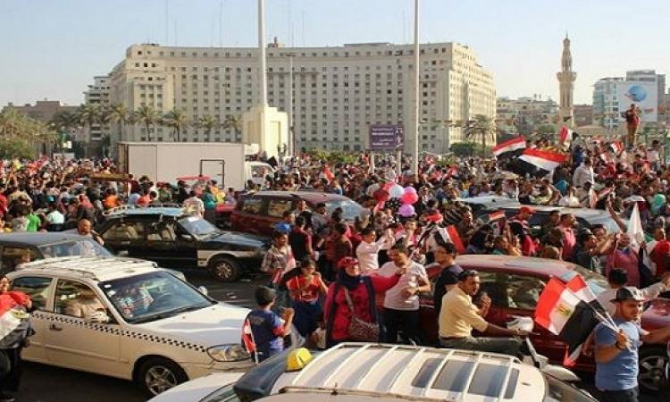 تزايد أعداد المحتفلين على ميدان التحرير للاحتفال بقناة السويس الجديدة