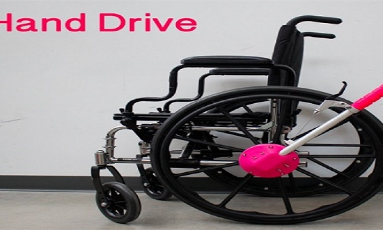 ابتكار عصا لتسهيل استخدام الكرسى المتحرك