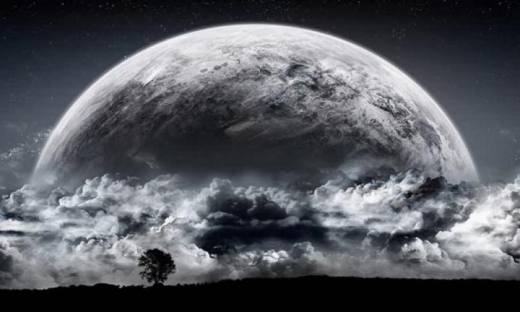 بالصور .. إنا له لعاشقون .. احنا والقمر جيران !!