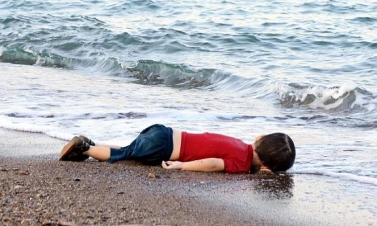 إيلان يدفن فى كوبانى.. وتركيا تمنع تصوير جنازته