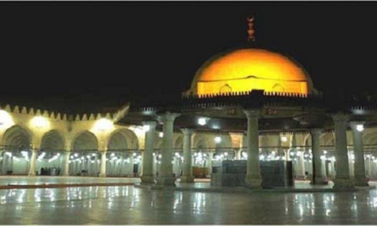المصريون يتوافدون على جامع عمرو بن العاص استعدادا لصلاة عيد الأضحى