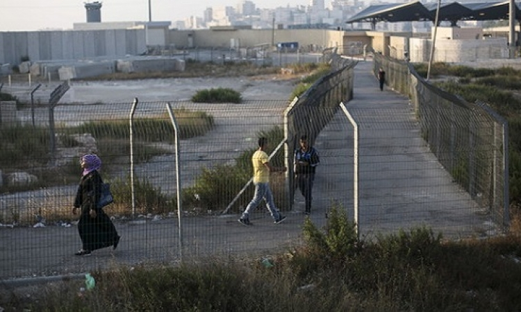اسرائيل تسارع بمد سياج مع الأردن خوفا من تسلل اللاجئين السوريين