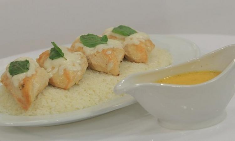 طبق اليوم .. صدور الدجاج بالريحان والجبن