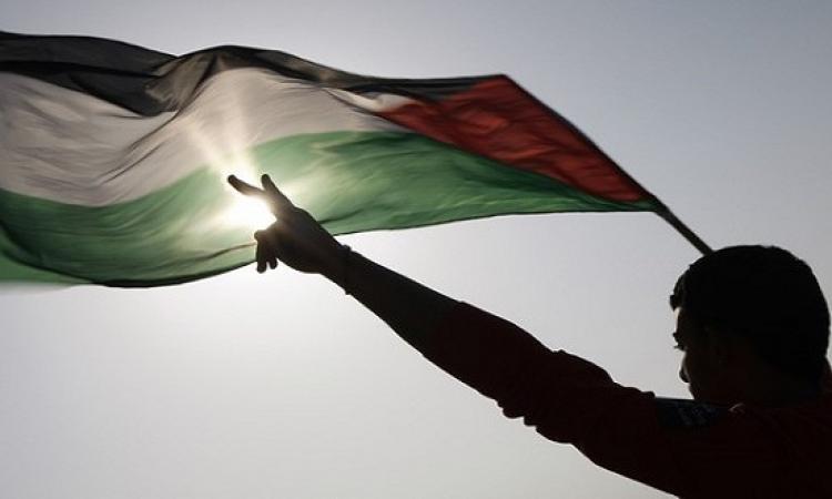 الجيش الإسرائيلى يطلق النيران على فلسطينى
