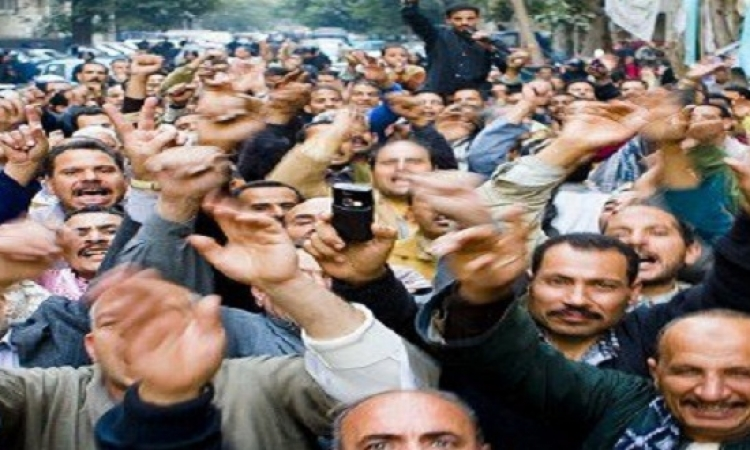 عمال الإسكندرية يبدأون حملة توقيعات لرفض قانون الخدمة المدنية