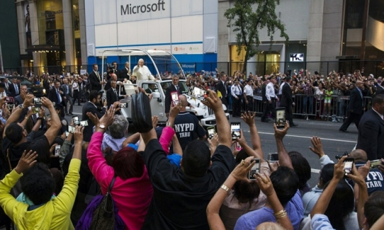 بالصور .. نيويورك تحتفى بالبابا فرانسيس باستقبال مميز فى شوارعها