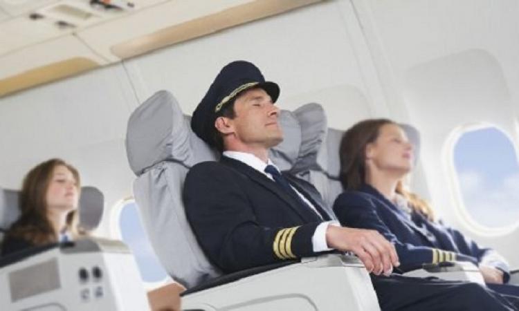 مقلب هانى رمزى يتحقق فى طائرة يتوفى قائدها أثناء الطيران