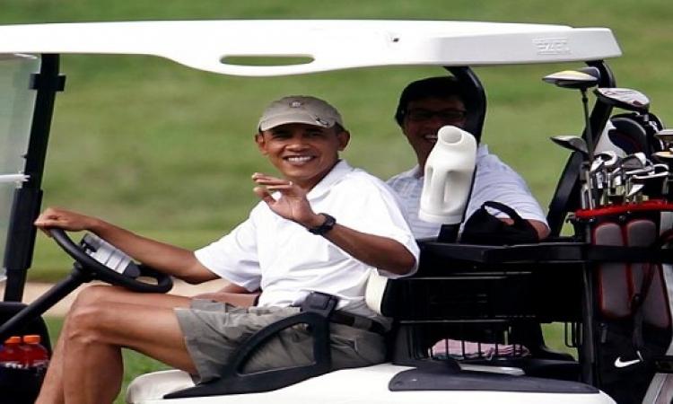 بالصور.. أوباما يفاجىء عروسين بحضور فرحهم وألتقاط الصور معهم