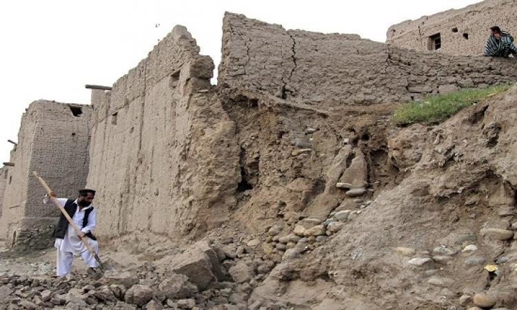 ضحايا زلزال باكستان وأفغانستان يقتربون من الـ 300 قتيل