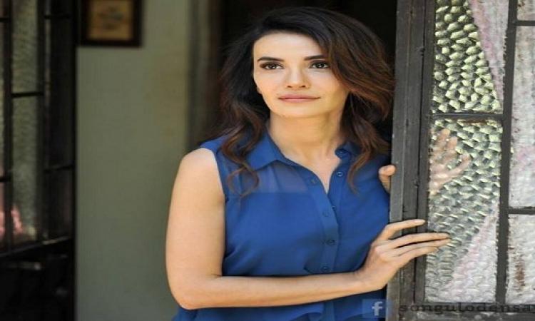 بالصور .. نور التركية تقلق جمهورها حول وضعها الصحى !!