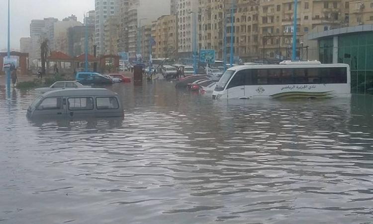 بالصور .. الأسكندرية تغرق بسبب الأمطار .. ده إحنا لسه ف الأول !!