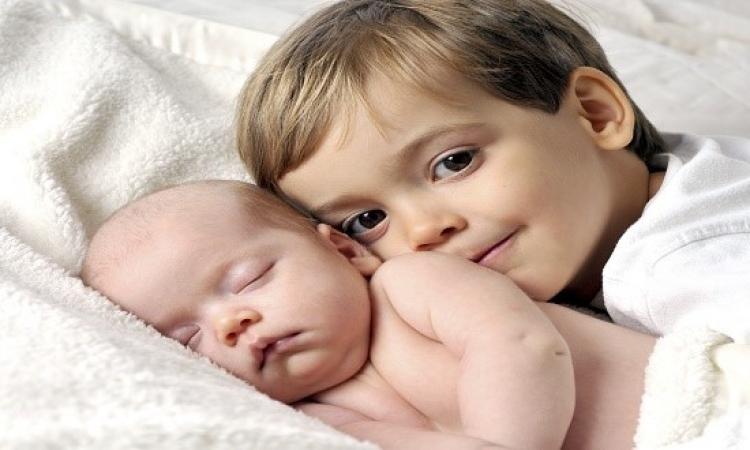 تغلبى على غيرة أطفالكِ من المولود الجديد