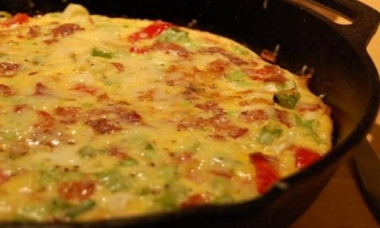 لإفطار لذيذ .. جربى فطيرة البيض بالخضراوات والمشروم