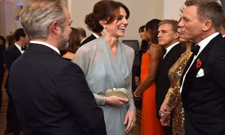 بالصور .. الثنائى الملكى كيت ووليام يتألقان فى عرض جيمس بوند