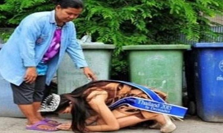 بالصور .. ما سر تقبيل ملكة جمال تايلاند لقدم عاملة النظافة ؟!