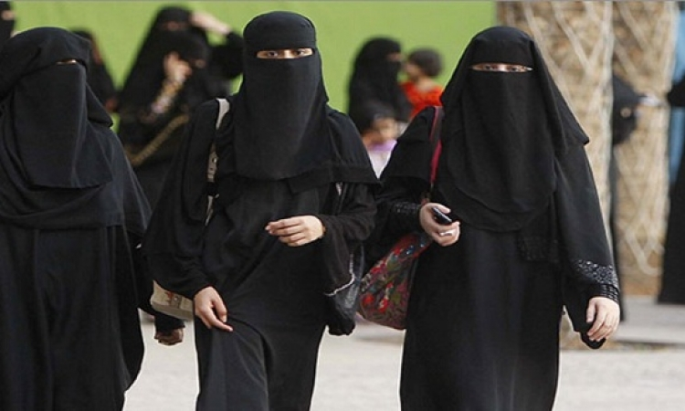 السعودية تفرض غرامة مالية حال مخالفة السيدات لضوابط الحجاب