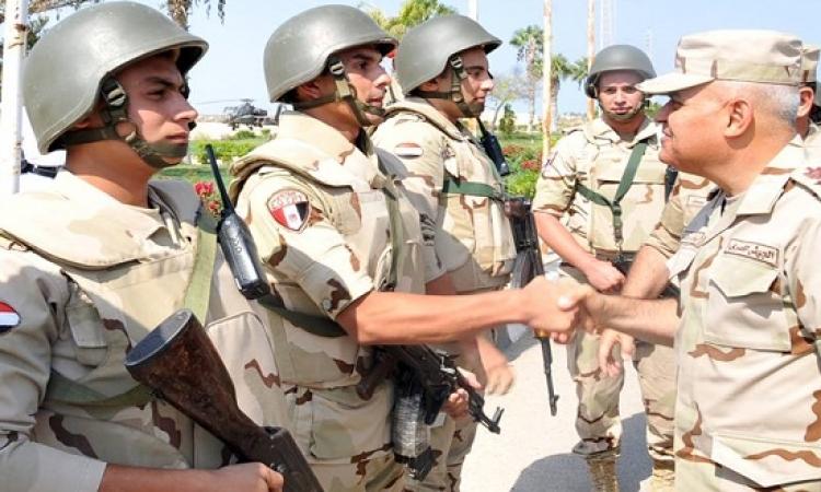 بالصور .. وزير الدفاع يتفقد عناصر الجيش والشرطة بسيناء للوقوف على الحالة الأمنية