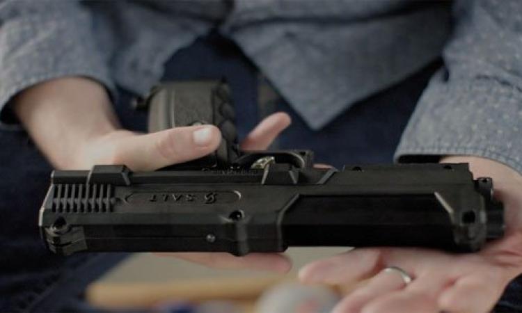 بالصور.. مسدس ذكى يلقى طلقات فلفل بدلا من الرصاص.. وداعًا للتحرش