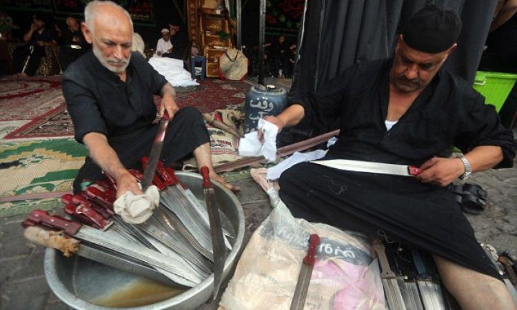بالصور .. احتفالات الشيعة بعاشوراء .. مناظر مرعبة !!