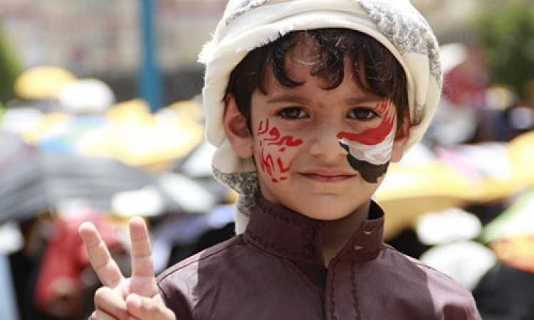 """بالفيديو.. طفل يمنى جريح يشغل تويتر بصرخة """"لا تدفنونى""""!"""
