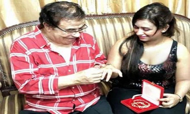بالصور .. سعيد طرابيك يحتفل بعيد ميلاد زوجته الجديدة ويهديها ….؟!!