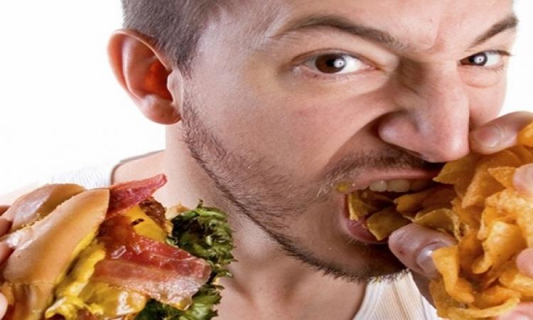 الرجل يأكل كالحصان فى حضور المرأة.. وهى تأكل كالعصفورة