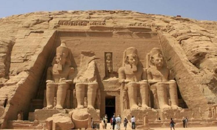 اكتشاف تابوت خشبي بمقبرة فرعونية