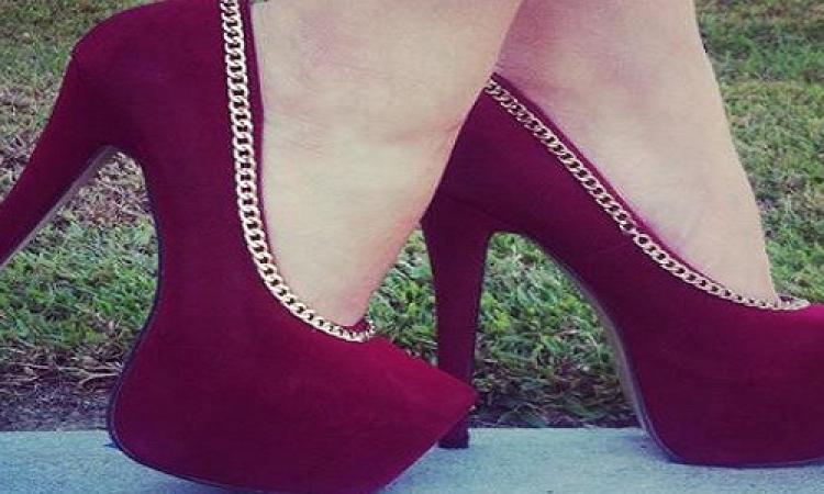 بالصور .. أناقة وشياكة مع الحذاء المخملى