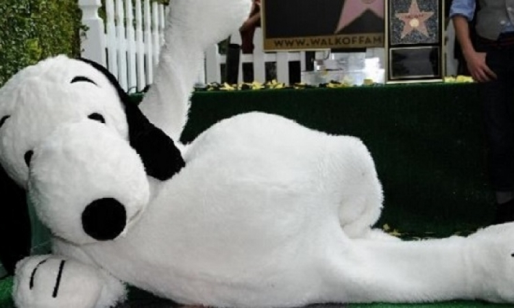 """الكلب """"سنوبى"""" ينضم لممشى المشاهير بهوليوود"""