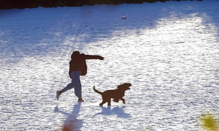 بالصور .. بريطانيا تغرق فى ثلوج بيضاء جميلة ويبدأ فصل الشتاء