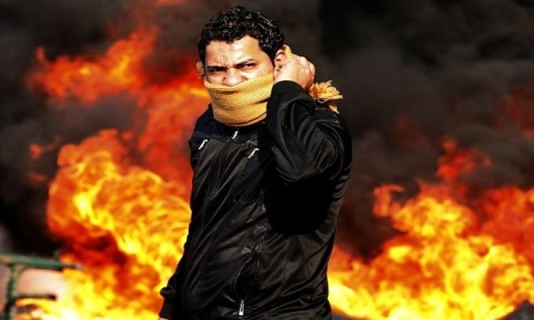 بالفيديو .. علقة سخنة بسبب دعوات التظاهر فى 25 يناير