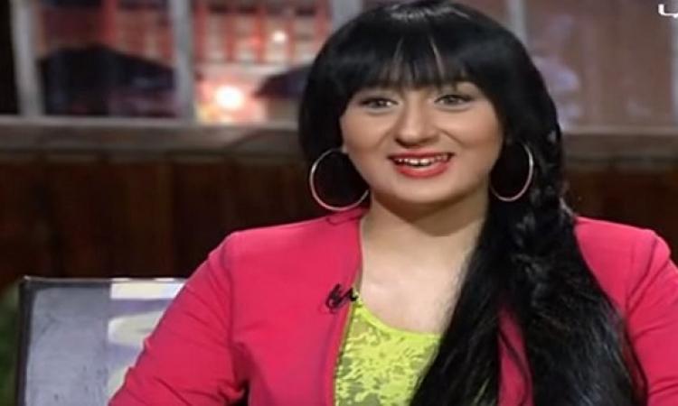 بالفيديو .. فتاة فى حملة لا للتحرش لمذيع على الهواء : أنا نفسى أبوسك!!