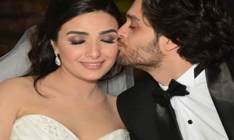 بالصور.. أبو الليف يفاجىء طليقته ويحضر حفل زفاف ابنها