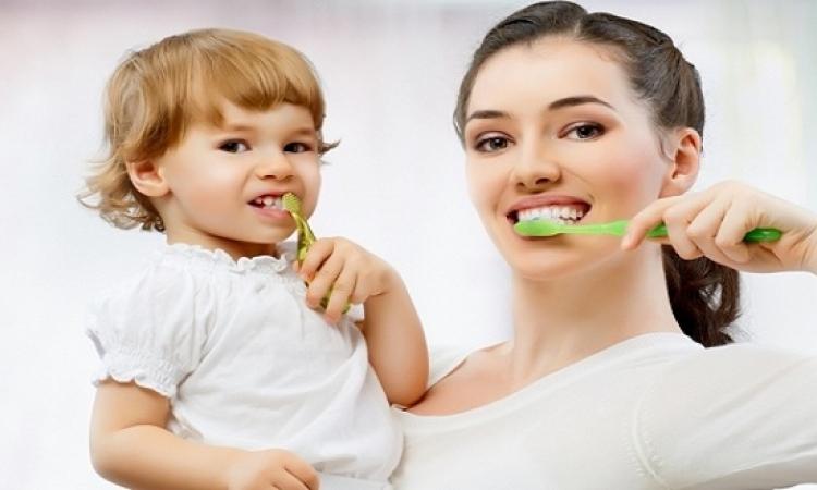 نصائح لتعودى أطفالك على تنظيف أسنانهم بانفسهم