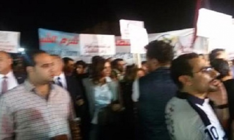 مسيرة تضامنية للفنانين والوزراء بشرم الشيخ لدعم السياحة