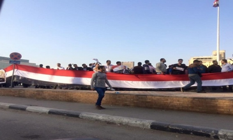 الأمن يفض مظاهرة حملة الماجستير والدكتوراة بالتحرير