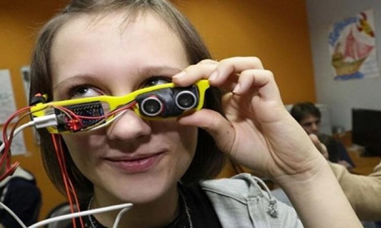 ابتكار نظارات تساعد المكفوفين على عدم الاصطدام