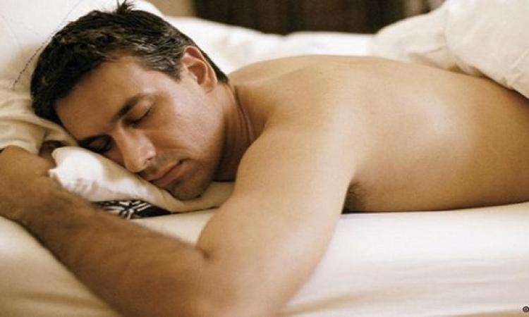 فوائد النوم عارياً بالنسبة للرجل .. صحية ونفسية !!