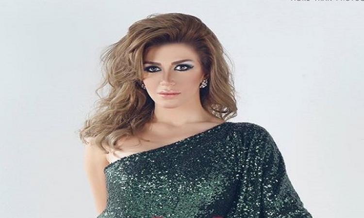 بالصور .. جلسة تصوير غريبة لمكلة جمال سوريا سارة نخلة