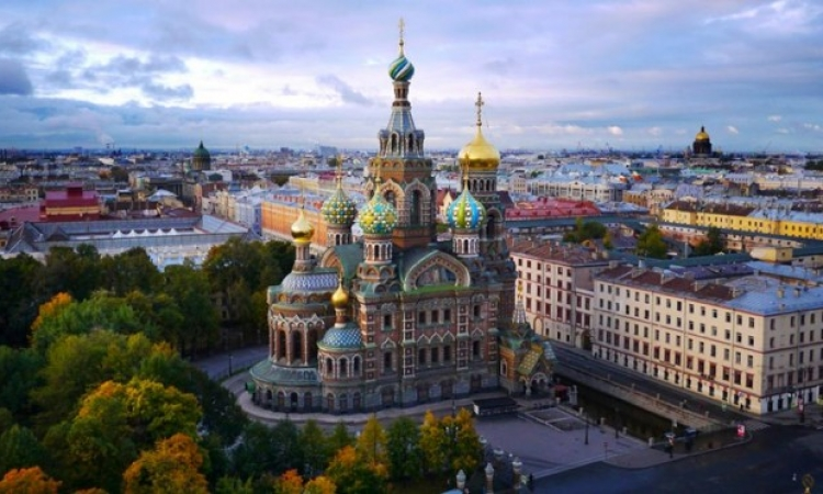 سان بطرسبرج .. لؤلؤة لامعة فوق سطح الماء