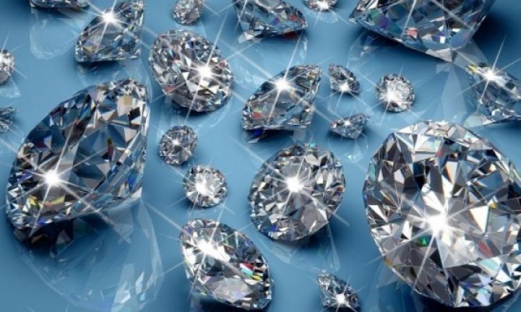 العلماء يصنعون مادة تشع بريقا أكثر من الماس
