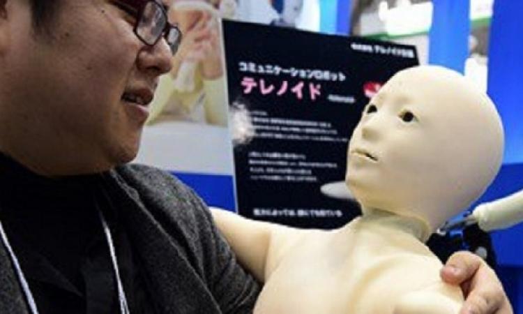 ابتكار روبوت اندرويد على شكل طفل لرعاية المسنين