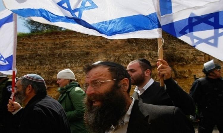 مستوطنون يقتحمون ساحات الأقصى تحت حماية قوات الاحتلال