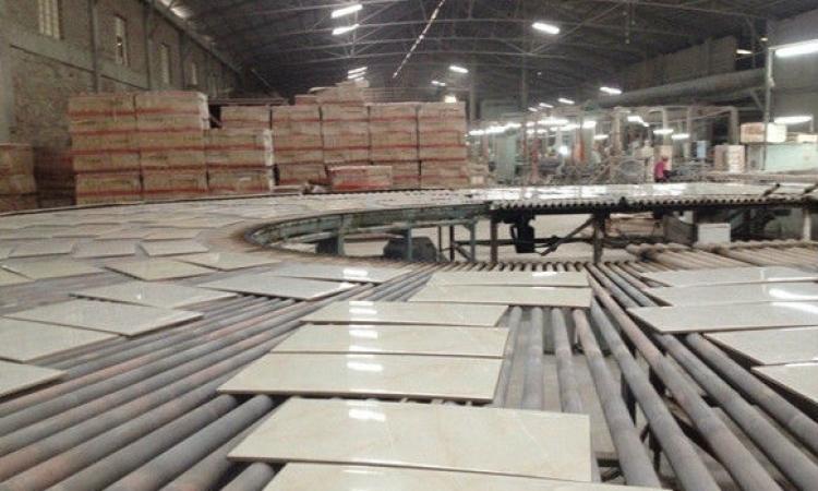 إصابة 8 عمال إثر انهيار مظلة بمصنع للسيراميك في الشرقية
