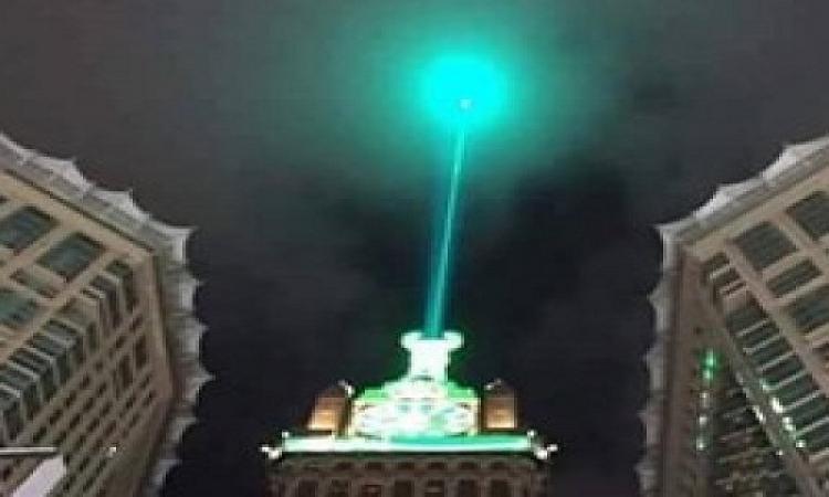 بالصور .. إضاءة برج ساعة الحرم المكى احتفالاً بالمولد النبوى