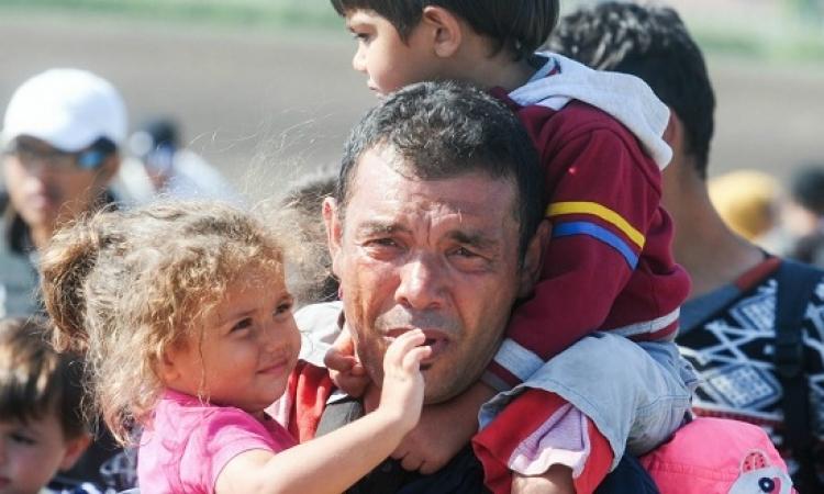 السوريين الفارون من حلب بين مطرقة القصف وسندال الاعتقال