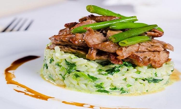 طبق اليوم .. الأرز الأخضر باللحم لرجيم مثالى